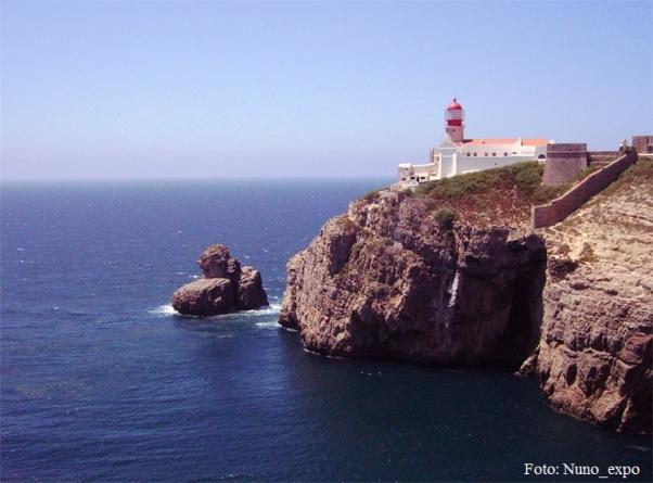 Duas pessoas resgatadas de veleiro em risco de naufrágio ao largo de Sagres