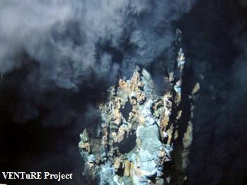 Chaminés hidrotermais gigantescas descobertas a norte dos Açores