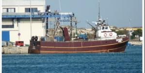 Motores da embarcação que naufragou pararam depois de entrar água no tanque de gasóleo