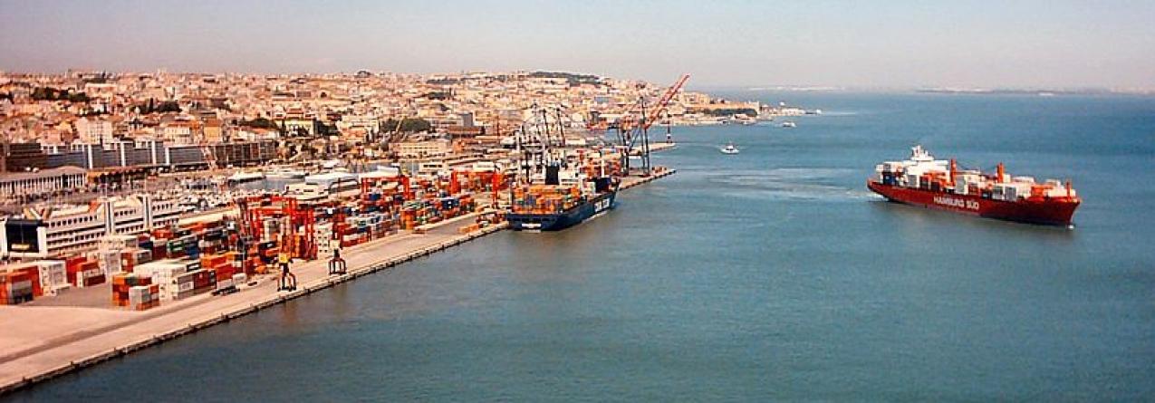 Greve dos pilotos de barra e trabalhadores de tráfego paralisa portos