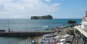 Autoridades açorianas eliminam pequeno foco de poluição em Vila Franca após afundamento de barco