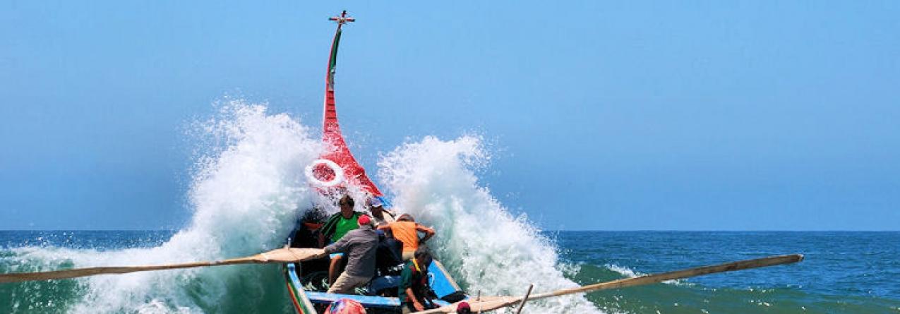 Dezenas de operários da construção civil dedicam-se à pesca para fugir ao desemprego