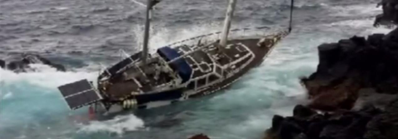 Veleiro encalhado na ilha do Pico (Vídeo)