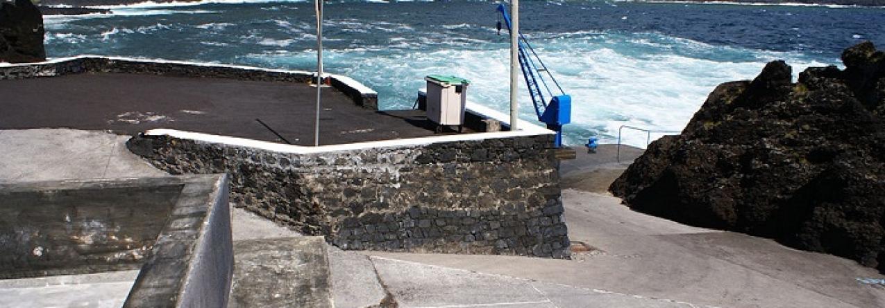 Porto de pescas do Varadouro com nova grua