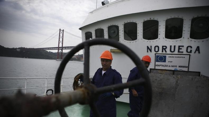 """""""Noruega"""" sai à procura de sardinha mas o que vem à rede é biqueirão"""