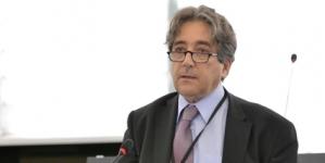 Serrão Santos realça potencial do Porto da Praia da Vitória para a política energética marítima europeia