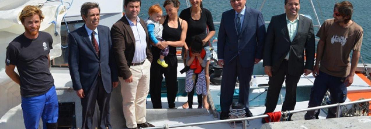 Primeiro veleiro internacional atraca no Porto da Povoação