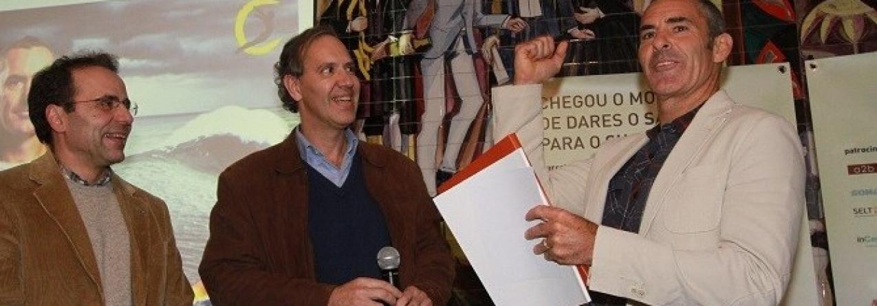 Universidade de Coimbra produz síntese científica para o surfista Garrett McNamara