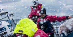 Volvo Ocean Race // Barcos passam pela perigosa área do naufrágio do Titanic