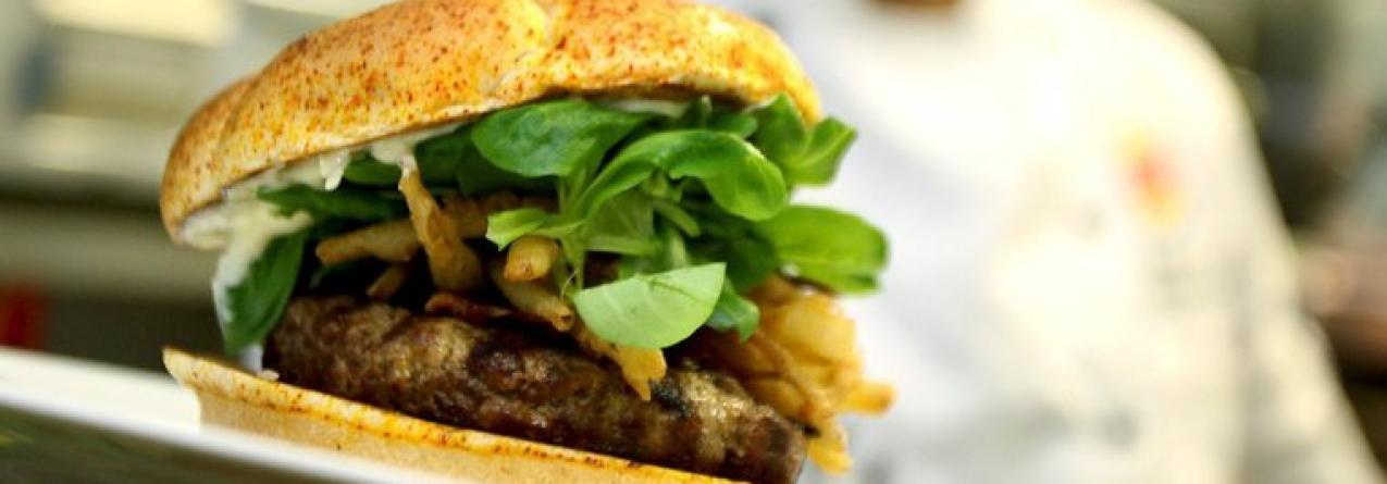 Hambúrgueres de cavala querem introduzir o pescado na alimentação dos jovens