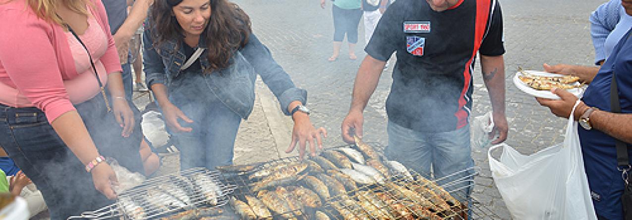 Pescadores oferecem duas toneladas de sardinha em Peniche