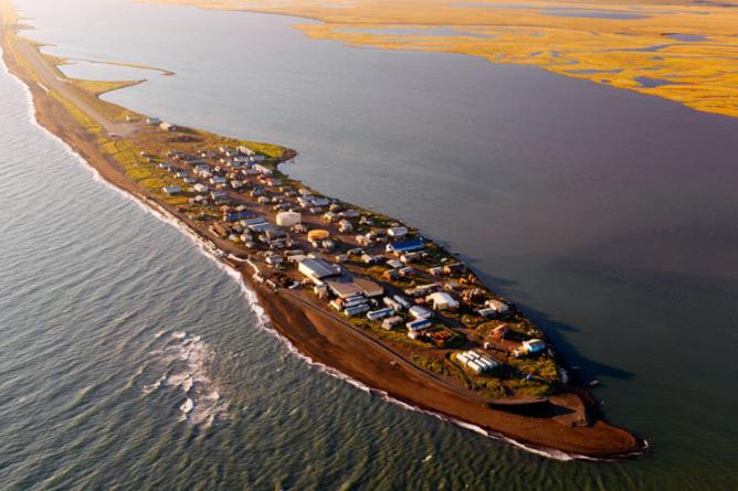 Refugiados norte-americanos? Uma aldeia no Alasca ameaçada pela subida das águas