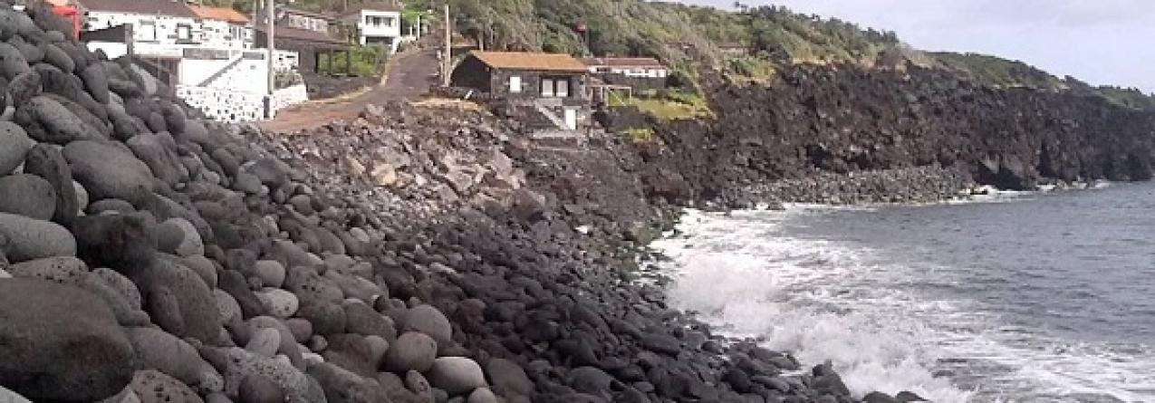 Governo dos Açores investe 152 mil euros na proteção da orla costeira da Baía de Canas, no Pico