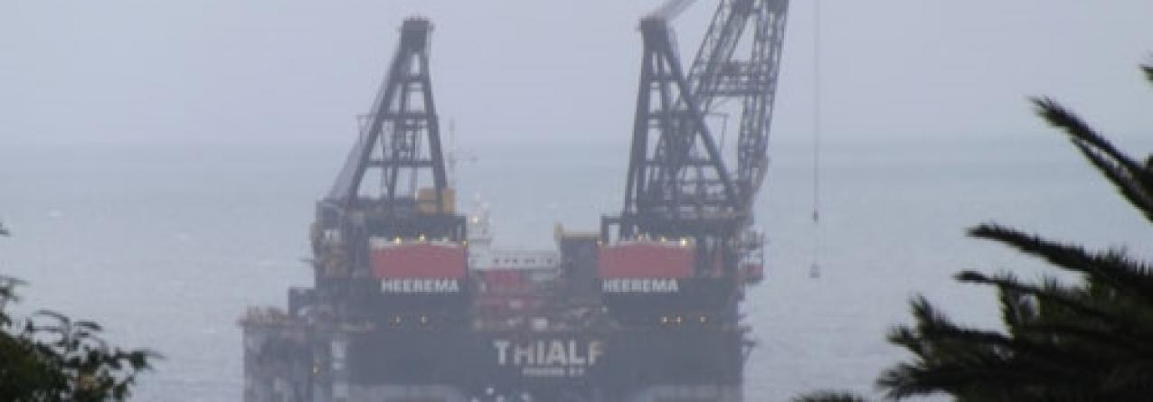 Navio-grua gigante volta a cruzar os mares dos Açores rumo aos EUA
