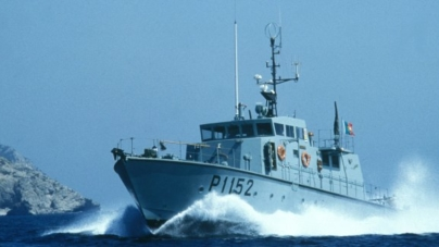 Marinha Portuguesa resgata 14 pescadores naufragados em Sesimbra