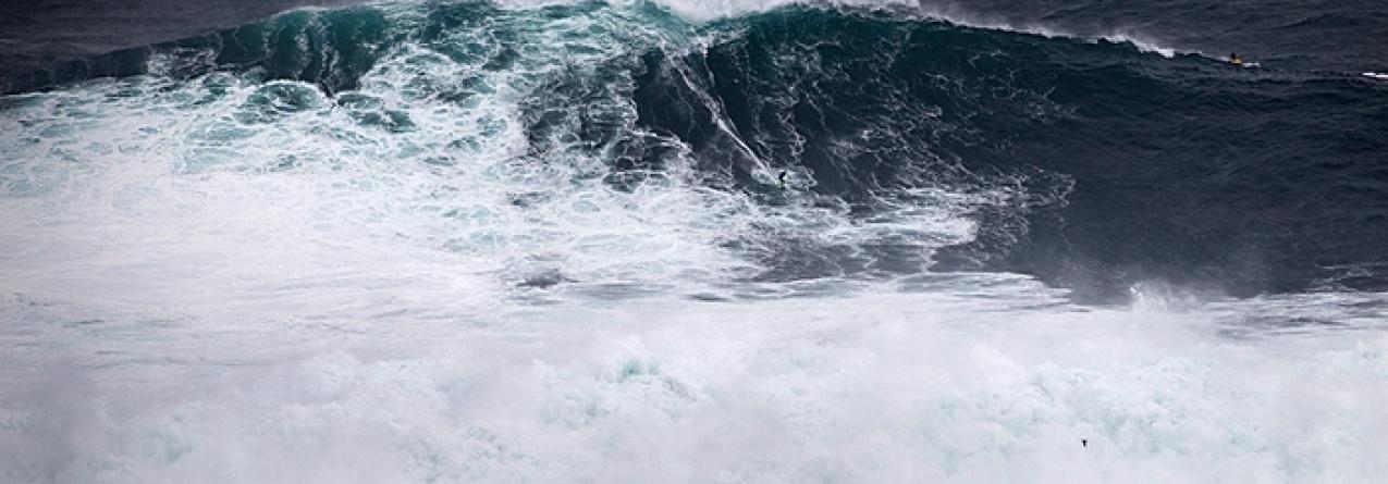 Pedro Scooby surfou a primeira onda gigante da temporada na Nazaré