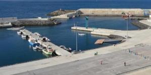 Pescadores de Rabo de Peixe insistem na insegurança do porto ampliado há um ano
