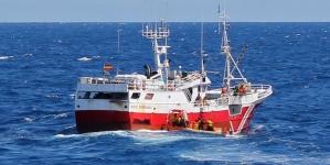 Marinha fiscaliza embarcações de pesca de atum na ZEE dos Açores