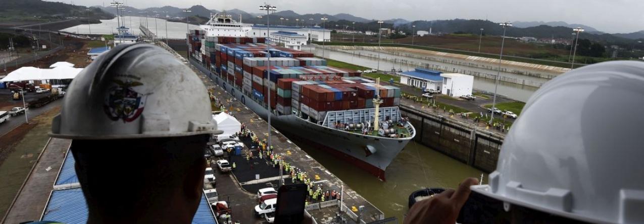 Porta-contentores chinês inaugura novo canal do Panamá