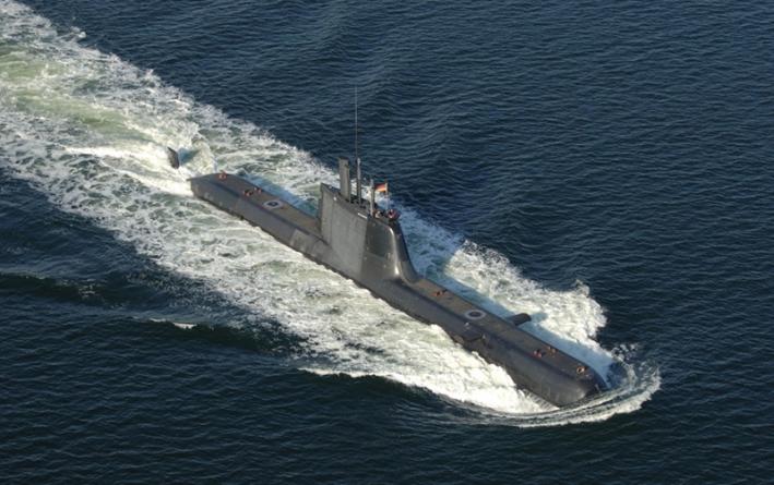 Submarino português preso em arrastão francês