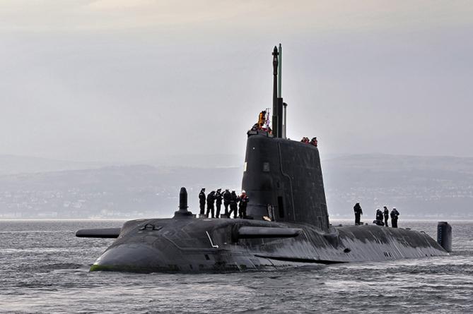 Submarino Nuclear Britânico atraca em Gibraltar