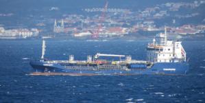 Autoridades iniciam descarga de 450 toneladas de combustível de navio nos Açores
