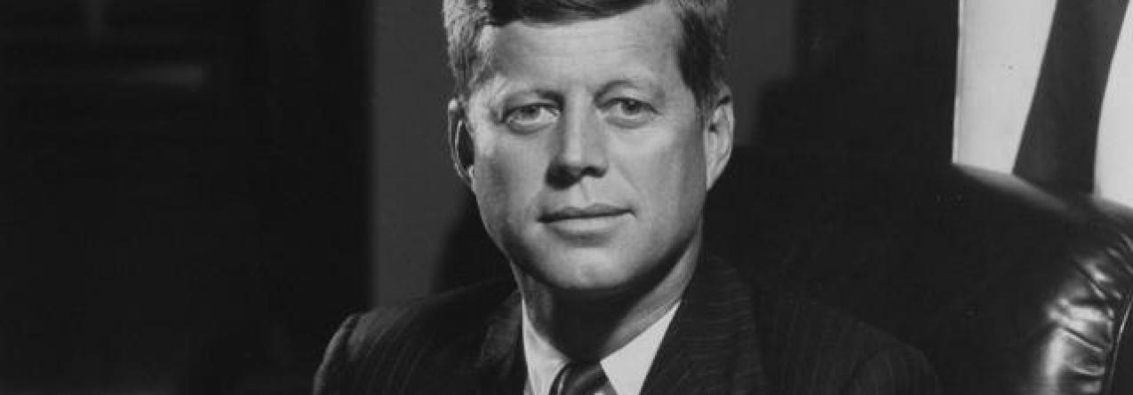 Açorianos que construíram barco para chegar à América naturalizados graças a Kennedy