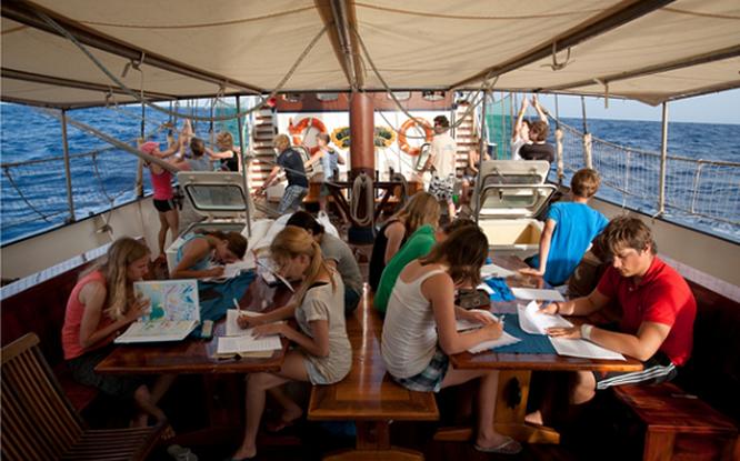 Dois jovens açorianos procuram apoios para concretizar sonho de aprender navegando em navio-escola holandês