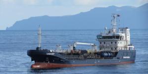 Autoridades continuam a procurar solução para o navio abandonado no porto da Horta (som)