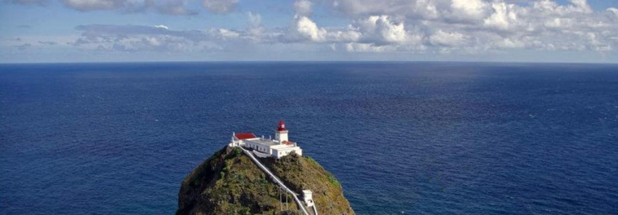 Ilha de Santa Maria está a erguer-se do fundo do mar