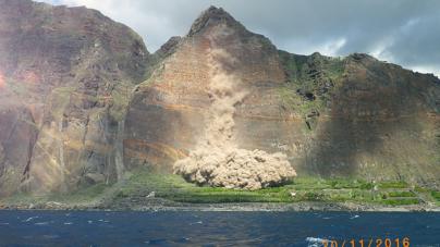 Madeira // Autoridade Marítima colabora em operação de derrocada controlada na Fajã do Cabo Girão