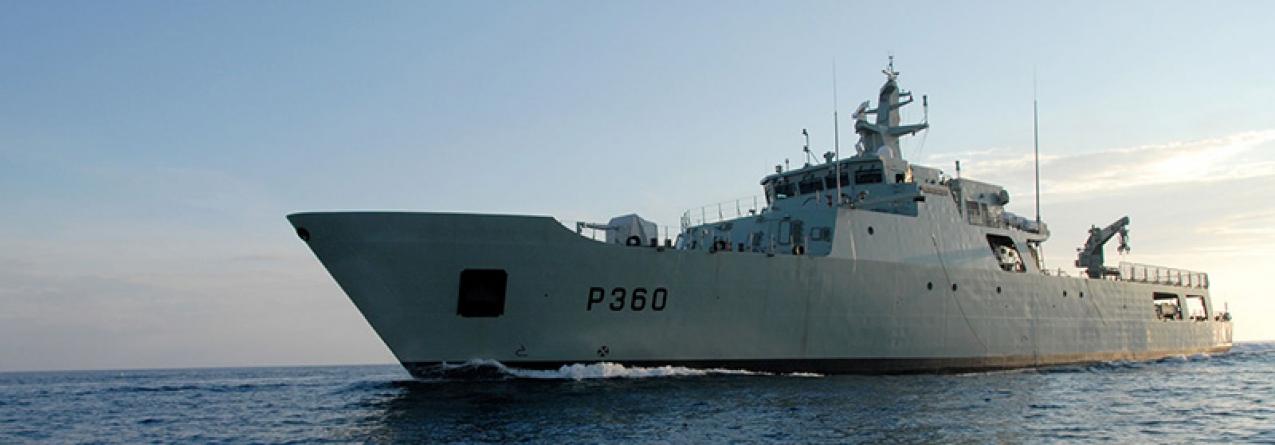 O NRP Viana do Castelo navega em direção aos Açores