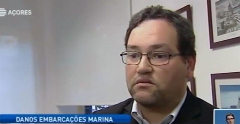 Descarga de cimento no porto de Ponta Delgada provoca estragos em várias embarcações (vídeo)