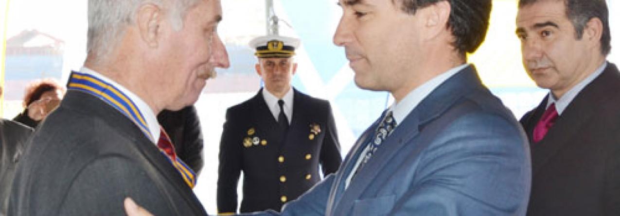 Genuíno Madruga condecorado com Medalha Militar da Cruz Naval