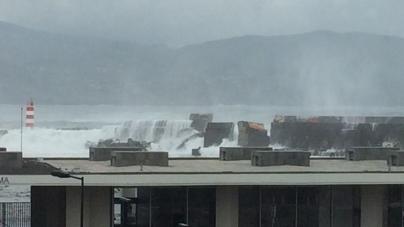Ilha do Pico // O molhe Norte do porto da Madalena está a ser vitima de enormes estragos