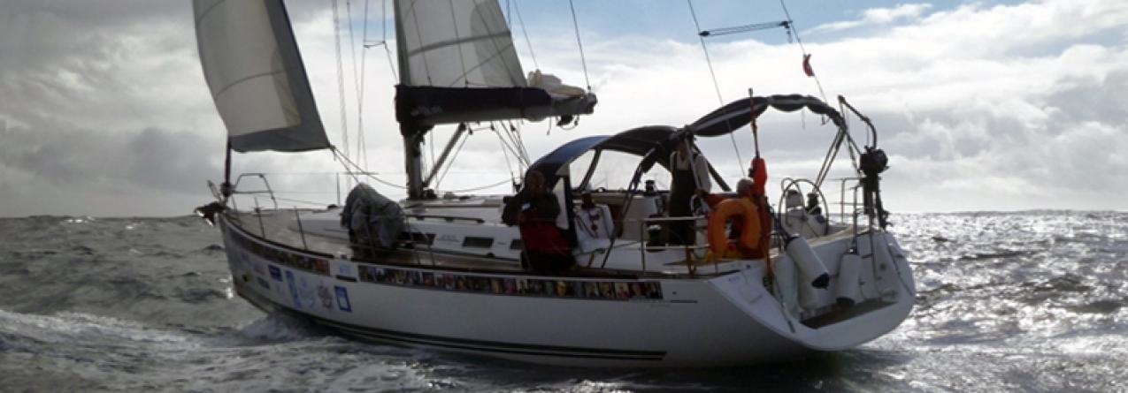Autoridade Marítima resgata veleiro à deriva no Corvo (vídeo)