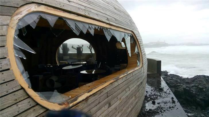 Mar destruiu o bar mais bonito do mundo