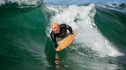 André Mestre constrói materiais de surf com madeira açoriana há nove anos