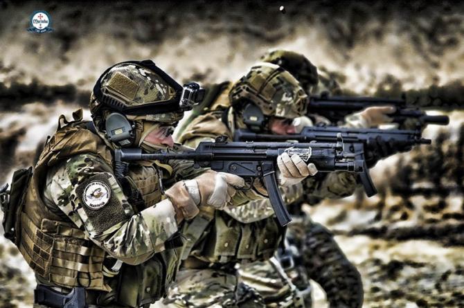 Unidade de elite da Marinha e Navy Seal operam em conjunto na Lituânia