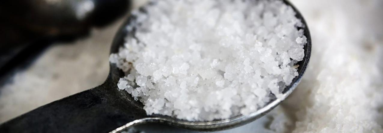 Andamos a temperar a comida com sal que tem microplásticos