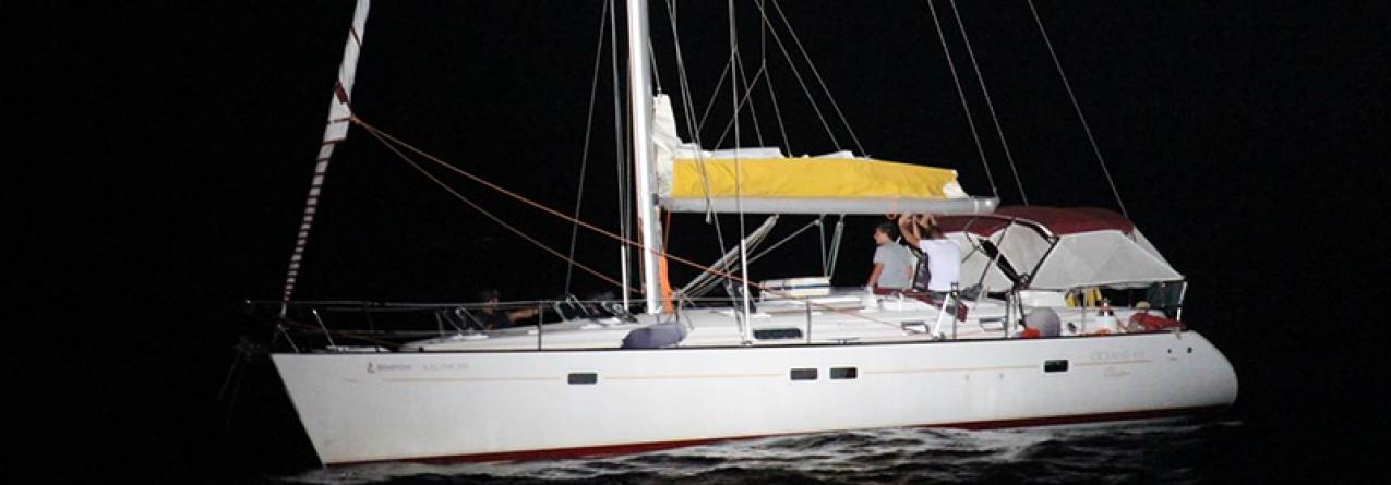 Iate roubado com 50 migrantes escondidos em veleiro detetados pela marinha portuguesa