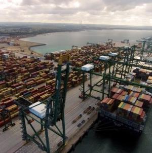 Porto de Sines é novidade no top-100 mundial da Lloyd's List e já aponta ao top-85