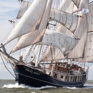 """Jovens velejadoras faialenses integram projeto """"School At Sea"""""""