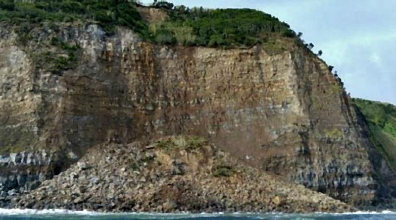 Capitania do Porto da Horta alerta para derrocada na ponta da Espalamaca