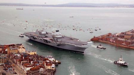 Novo navio da Marinha britânica que custou 3.500 milhões de euros já mete água