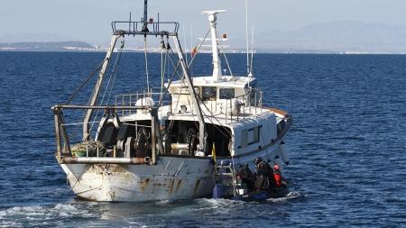 Embarcações de pesca desligam sinal de localização para pescar ilegalmente