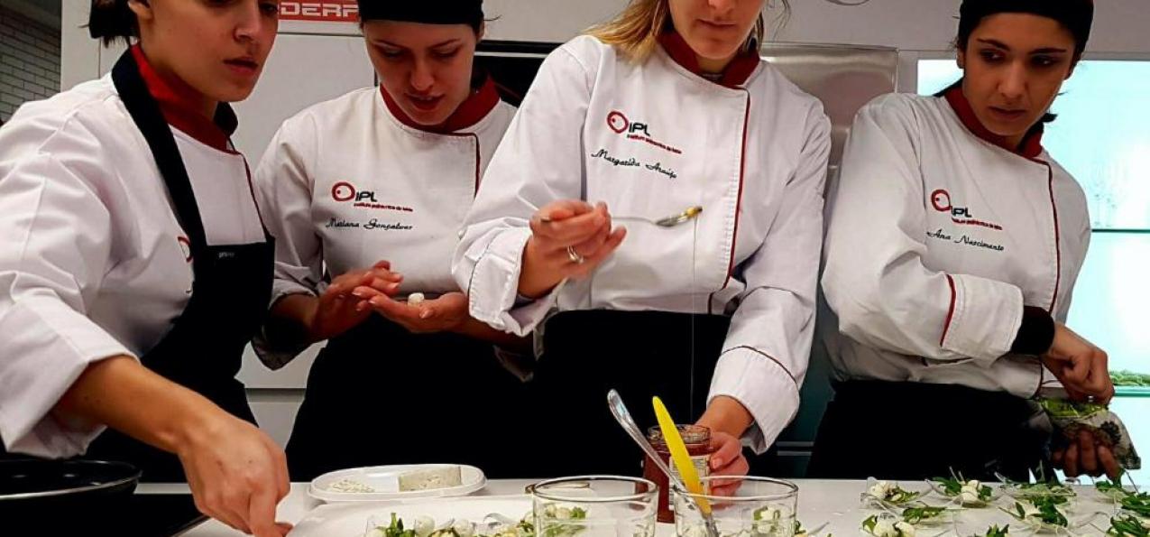 Estudantes do Politécnico de Leiria ensinam a cozinhar com algas em Espanha