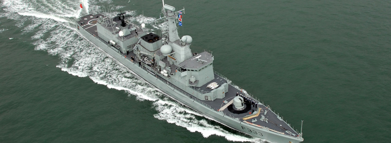 Fragata da Marinha larga para a Holanda para ser modernizada