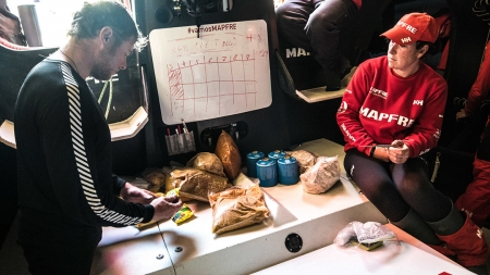 Barcos sofrem para completar etapa brasileira da Volvo Ocean Race