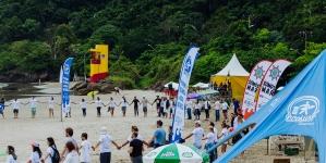 Volvo Ocean Race faz ação de limpeza das praias em Itajaí